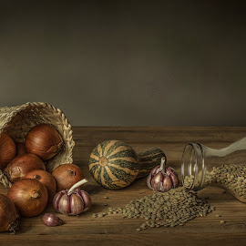 Quotidian by Margareth Perfoncio - Artistic Objects Still Life ( garlic, textures, light, onion )