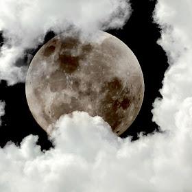 Moon 04a.jpg