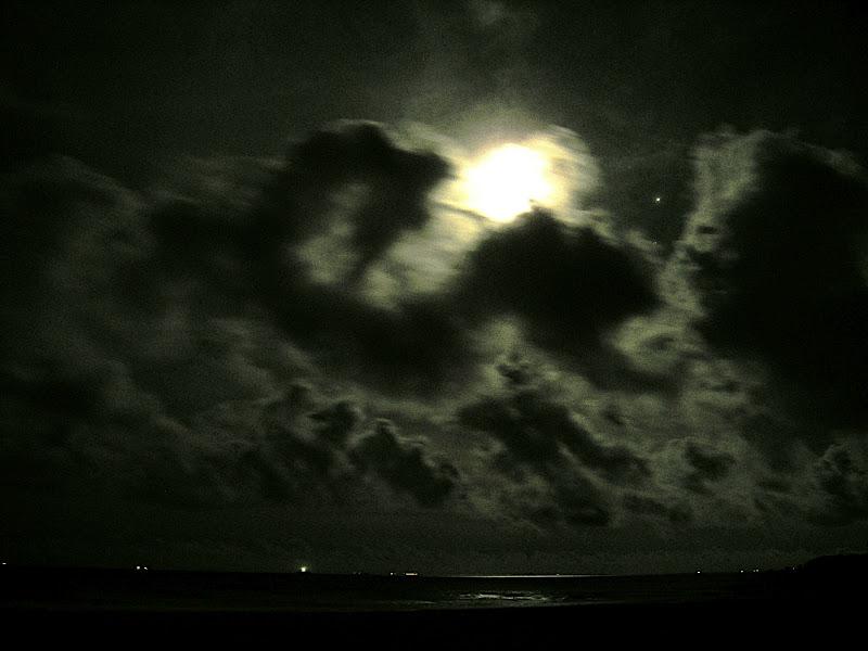 Moon over Izu 05