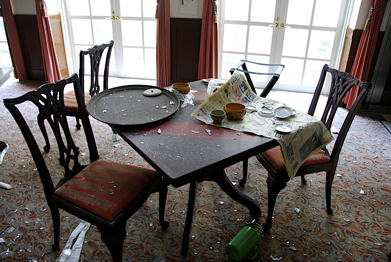 Niigata Russian Village haikyo dining room table with glass