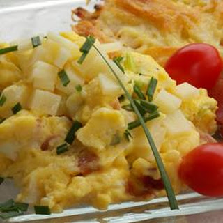 Green Garlic and Ham Scrambled Eggs with Cheese