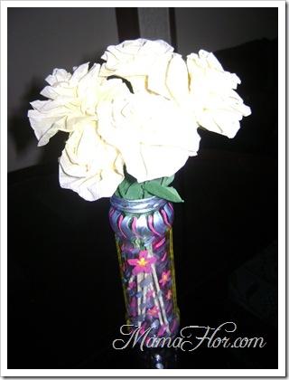 Como hacer un florero en base de un deposito de mermelada