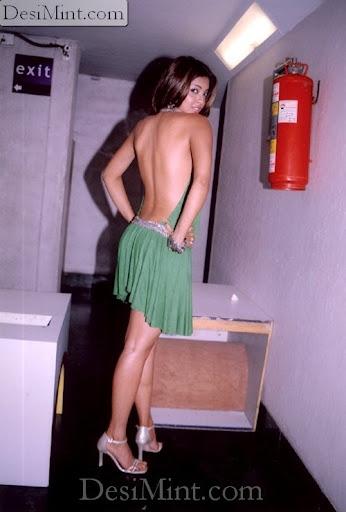 Hot_tanushree_dutta_backless_pics