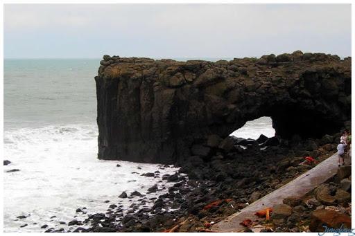 澎湖,颱風後的鯨魚洞