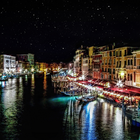 View from Rialto bridge by Andrea Conti - City,  Street & Park  Historic Districts ( rialto, rialto brige, ponte di rialto, boats, historic, venezia, lights, vista, venice, buildings, night, view, bridge, district, italy,  )