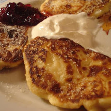 Sirniki (Russian Cheese Pancakes)