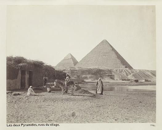 Från 1899 gick det elektrisk spårvagn från centrala Kairo till pyramiderna. Resan tog 40 minuter. Tidigare hade resan tagit två dagar, med full packning.