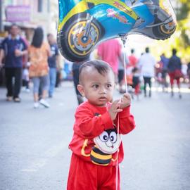 This is My Baloon by Adi Mumun'k - Babies & Children Children Candids ( playing, babies, baloon, candids, children )