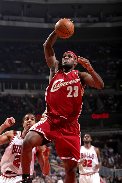 LeBron sits out the last game Wins NBA scoring title