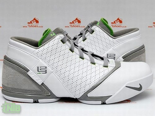 An Exclusive Look at Nike Zoom LeBron V Low DUNKMAN