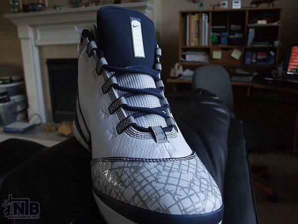 White and Navy Elite Team Basketball Zoom Soldier II Pics