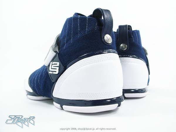 Superlimited Zoom LeBron V Yankees Release at the Outlets