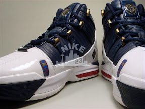 nike zoom lebron 3 pe lebrons business 1 01 The LEBRONS   Business Nike Zoom LeBron III Showcase