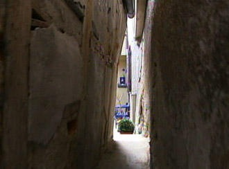 narrowest-street (1)