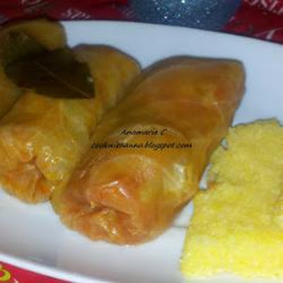 Sarmale (Romanian stuffed cabbage rolls)