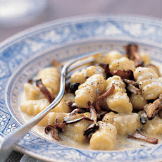 Gnocchi with Mushrooms and Gorgonzola Sauce