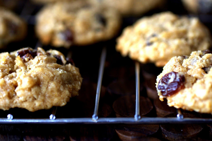 Thick, Chewy Oatmeal Raisin Cookies Recept | Yummly