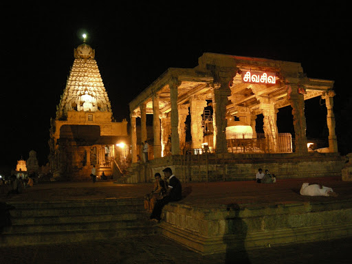 Brihadishwara temple Thanjavur at night