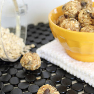 Peanut Butter Chocolate Chip No Bake Balls