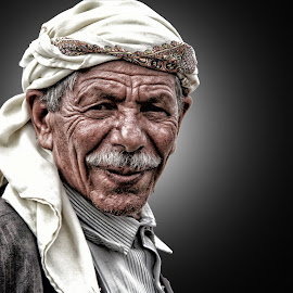 old poor man by نبيل الاوزري - People Portraits of Men ( poor old man )