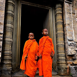 '2 Little Monks' by William Liew - Babies & Children Children Candids ( monks, boys, heritage site, people, travel photography )