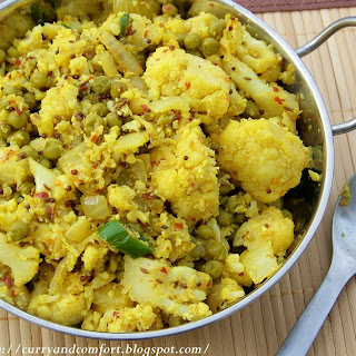 Green Peas and Cauliflower Curry