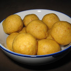 My Addictive Besan(Gram flour) Ladoo- will leave u licking ur fingers clean!