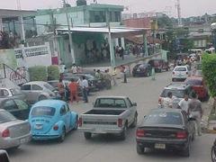 Continùan en paro indefinido maestros de Coyuca y bloquean calle del primer cuadro de la ciudad en rechazo a la ACE