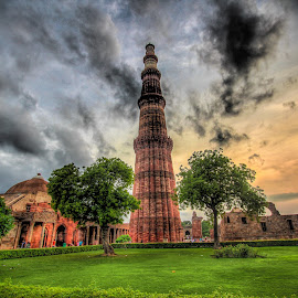 Qutub Minar by Bhargava Chiluveru - Buildings & Architecture Statues & Monuments ( hdr, sunset, qutub minar, india, monument, historical monument, delhi )