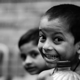 আমিও জানি হাসতে by Shovon Habib - Babies & Children Child Portraits