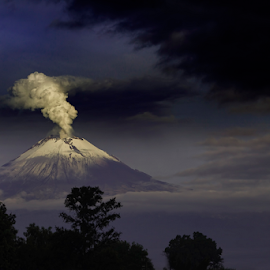 Popocatepetl between storm and smoke by Cristobal Garciaferro Rubio - Landscapes Mountains & Hills ( volcanopopo, popocatepetl, storm, smoking volcano, snowy volcano, smoke )