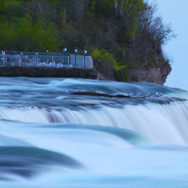 Niagara Falls - my first attempt using aperture priority mode (av) by Prasath Panneerselvam - Nature Up Close Water