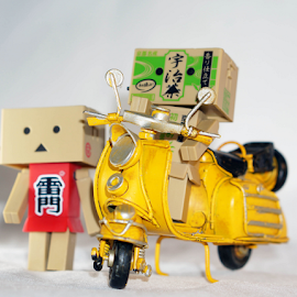 Hi, having fun with our vespa by Alice Chia - Artistic Objects Toys (  )
