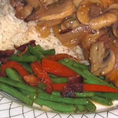Green Beans With Bacon and Red Bell Pepper