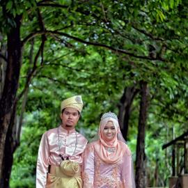 Stand Still by Iz Fotografi Art Works - Wedding Bride & Groom ( malay wedding, melayu, melayu kawin, broom, izfotografi, malay groom, malay, malay bride, malaysia, malaysian wedding, outdoor bride )