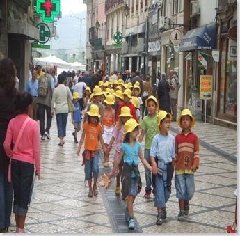gita scolastica per le strade di Coimbra