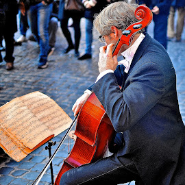 Street notes by Andrea Riccobene - People Musicians & Entertainers (  )