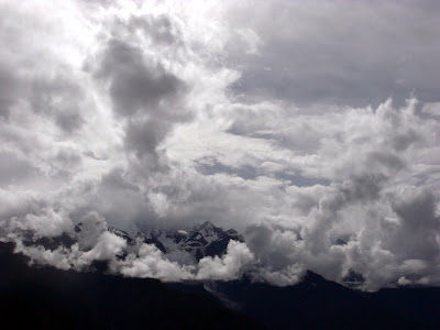 这云团后便是卡瓦格博