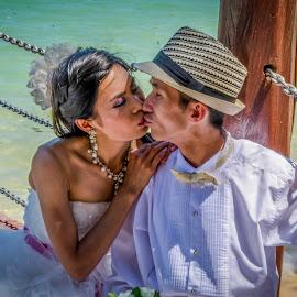Just married by Sanjeev Goyal - Wedding Bride & Groom ( side, sea, bride, groom, honey )