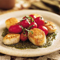 Pan-Seared Scallops with Tomatoes and Pesto