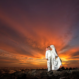 sunset beach by Asmady Ahmad - Wedding Bride & Groom ( sunset, outdoor, bride and groom, beach, strobe )