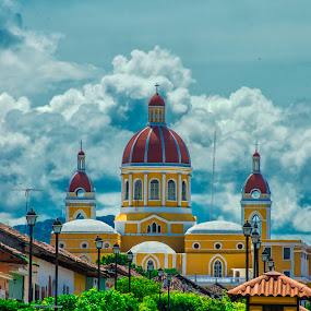 Iglesia Catedral - Calle La Calzada (Granada,Nicaragua) by Julio César Rosales Chávez - Uncategorized All Uncategorized