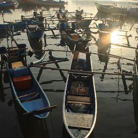 menunggu by Muhammad Farabi - Transportation Boats ( color, colors, landscape, portrait, object, filter forge )