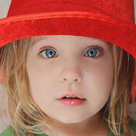 Red Hat by Lucia STA - Babies & Children Child Portraits
