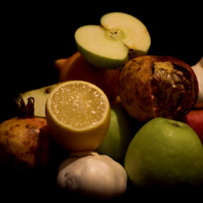 Life by Europa Films - Food & Drink Fruits & Vegetables ( juicy, granatum, diet, yellow, punica, vitamins, kiwi, drink, juice, reddish, ingredient, pink, isolated, orange, fruit, sour, colors, shape, health, nutrition, tasty, sweet, food, apple, eat, low, lemon, lemons, pomegranate, shrub, fresh, glass, mixed, apples, seeds, rounded, green, seed, fruits, vegetables, peach, mix, organic, red, citrus, acid, ripe, healthy, slice, produce )