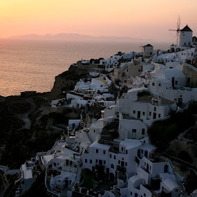 Sunset in Santorini by Bica Razvan - Landscapes Sunsets & Sunrises ( sunset, greece, oia, sun, santorini, relax, tranquil, relaxing, tranquility, , #GARYFONGDRAMATICLIGHT, #WTFBOBDAVIS )
