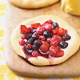Berry Breakfast Pizzas