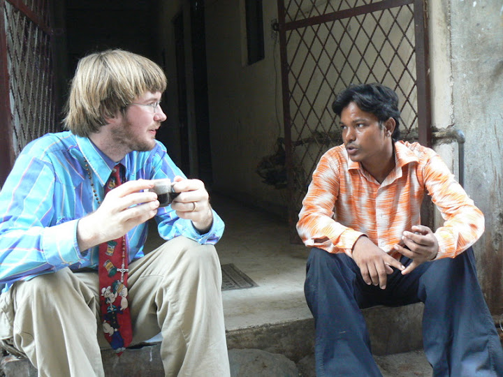 Nathaniel and Nicky sip chai in an alley off Main Bazaar