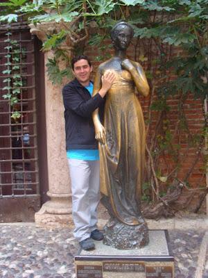 Acariciando o seio de Julieta