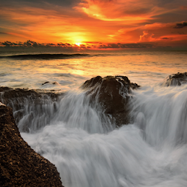 kedungu wall by Raung Binaia - Landscapes Waterscapes ( bali, sunset, wave, beach )